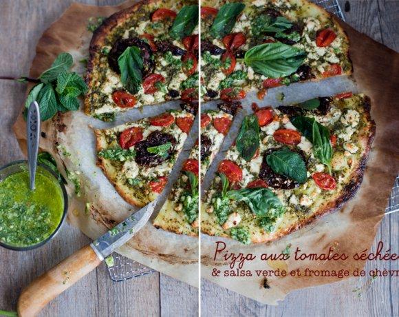 Pizza time ! Salsa verde, tomates séchées & fromage de chèvre