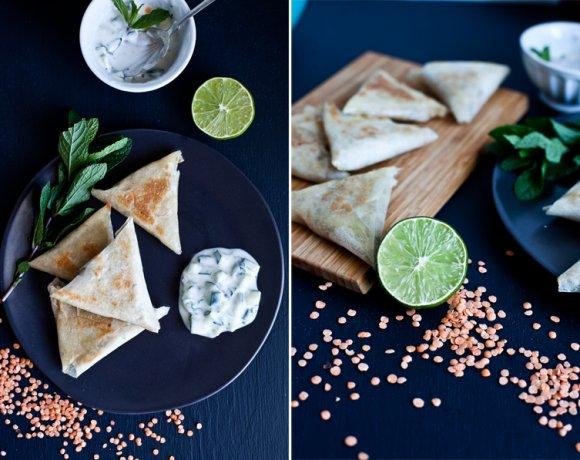 Samosas // Lentilles corail, Oignon & Menthe fraiche // Patate douce, Maïs & Coriandre.