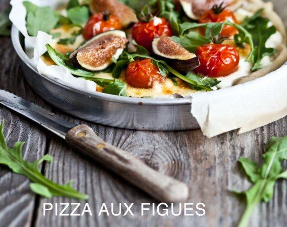 Pizza aux figues, tomates cerises, mozzarella & roquette