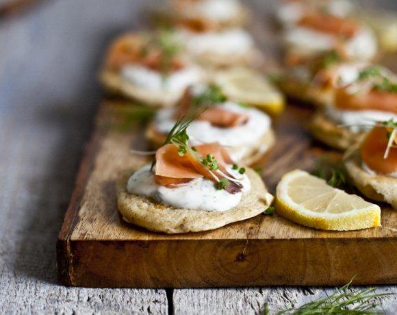 Blinis maison, crème à l'aneth & saumon fumé
