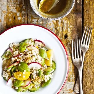 Salade de couscous israélien & vinaigrette au curcuma