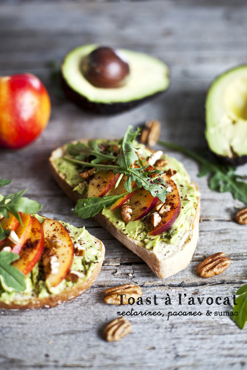 Toast a l'avocat, nectarine, pacane & sumac ©Emiliemurmure_1