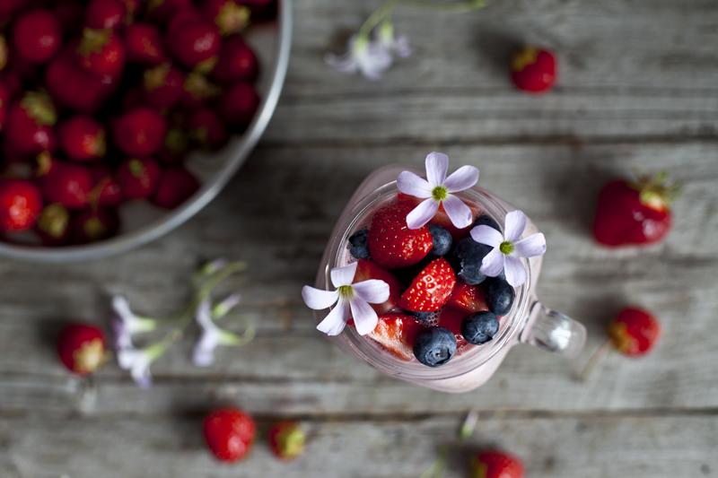 Smoothie au lait de cajou, fraise & avoine2_Emiliemurmure