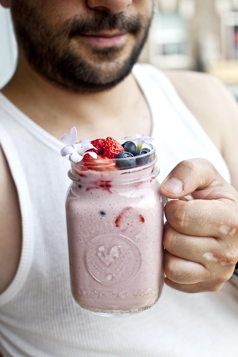 Smoothie au lait de cajou, fraise & avoine_Emiliemurmure