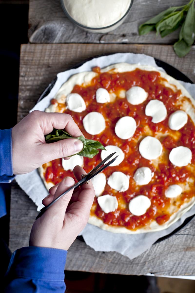 Pizza Margherita & basilic ©Emiliemurmure
