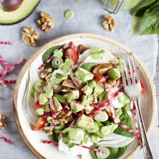 Salade d'avocat, betterave Chioggia, fenouil, chèvre et Grenoble