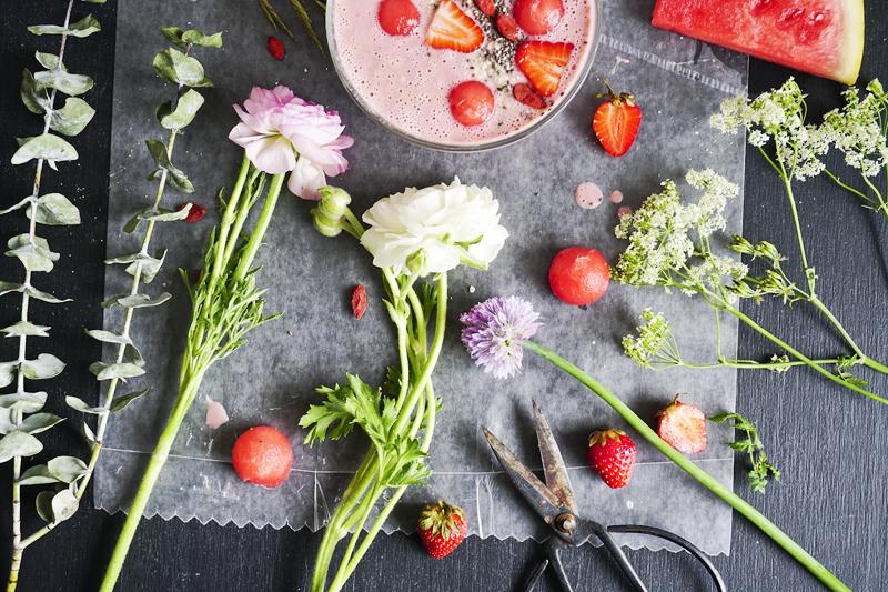 Fleurs, fraise et melon d eau_Emiliemurmure