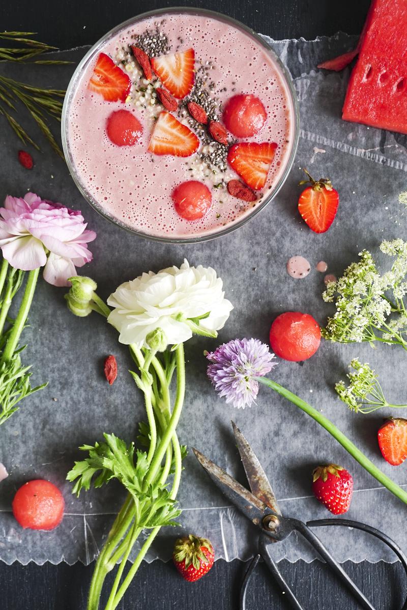 Fleurs, fraises et pastèque_Emiliemurmure