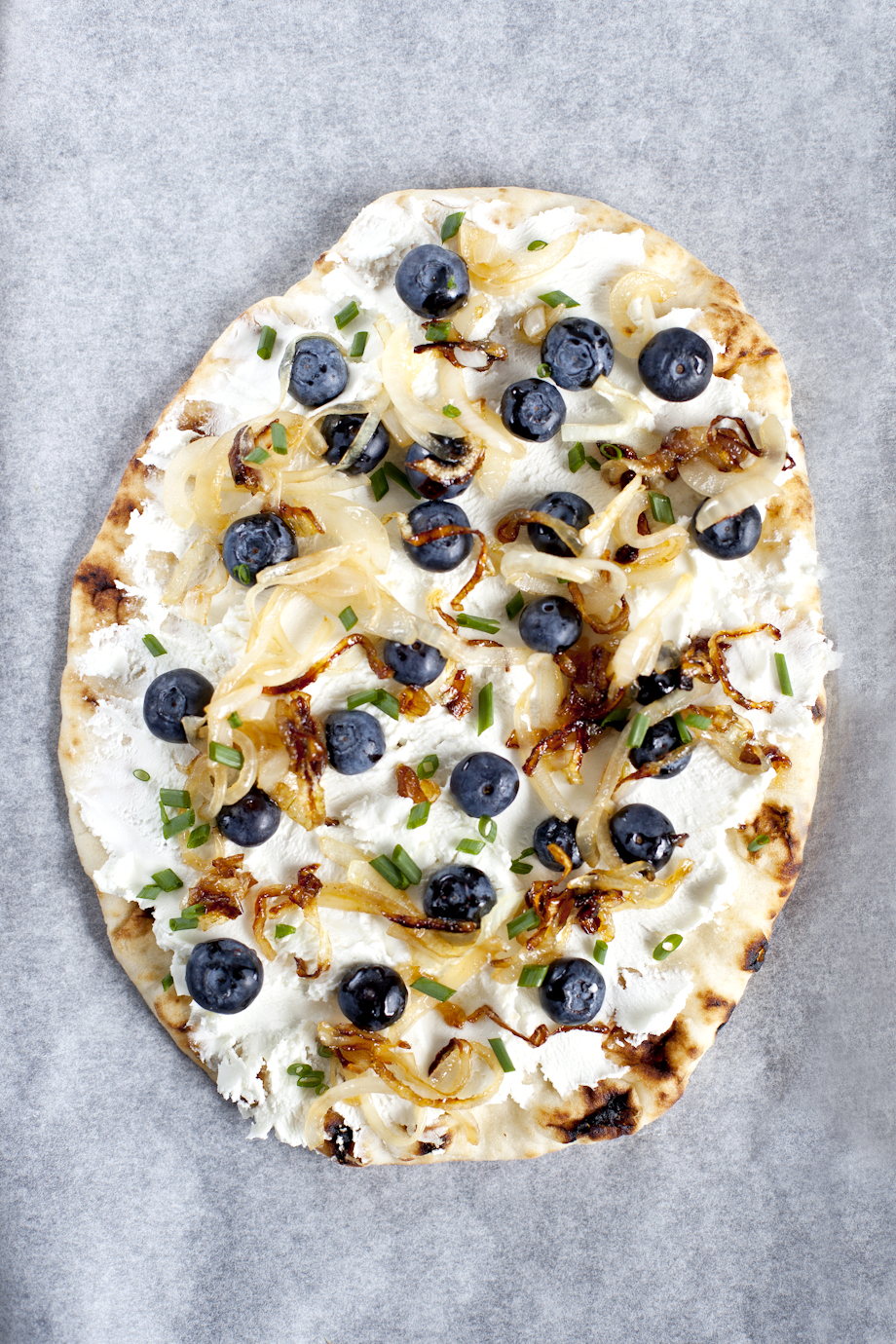 Blueberry naan pizza & goat cheese_Emiliemurmure