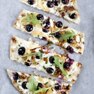 Blueberry naan pizza2_Emiliemurmure