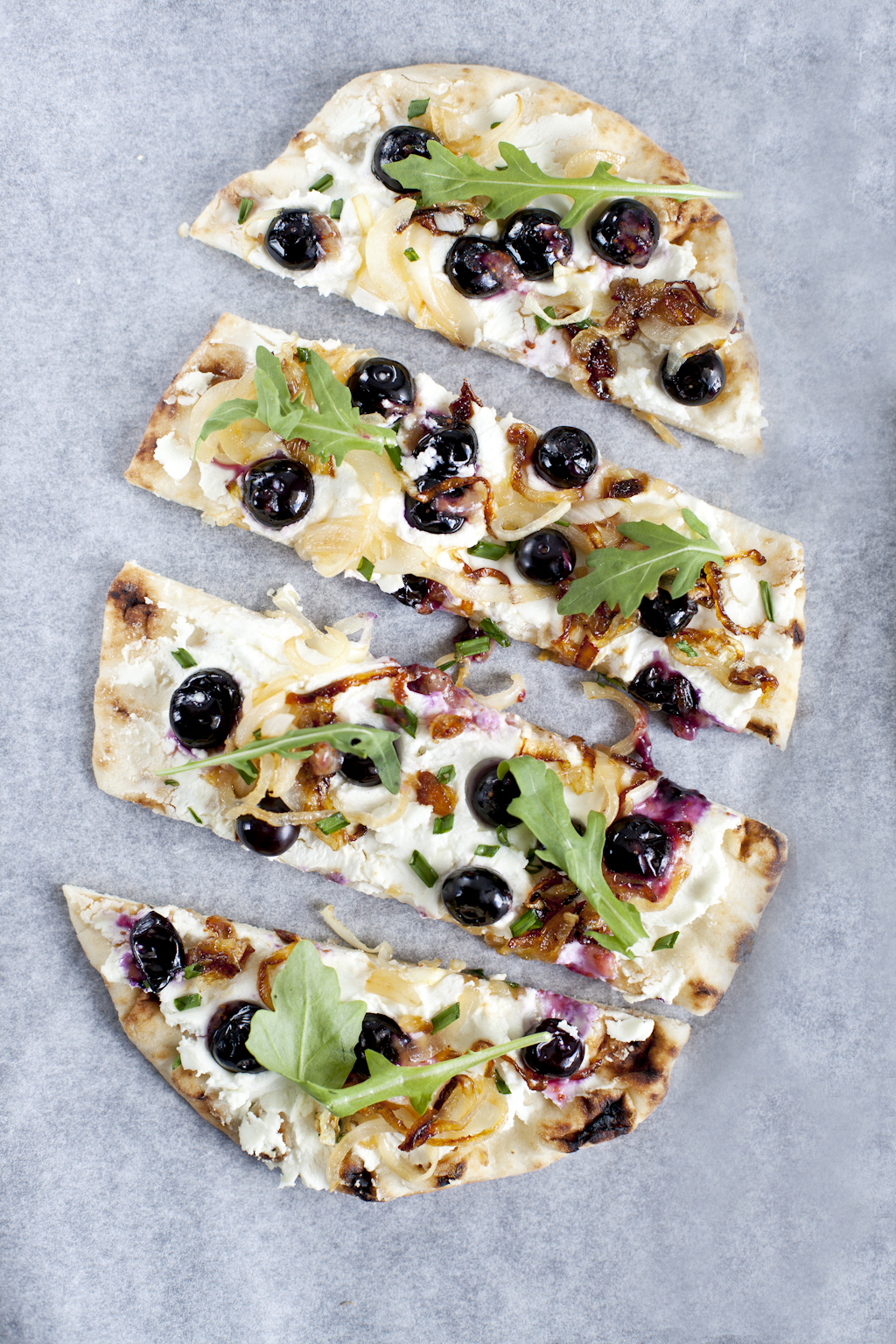 Blueberry naan pizza2_Emiliemurmure