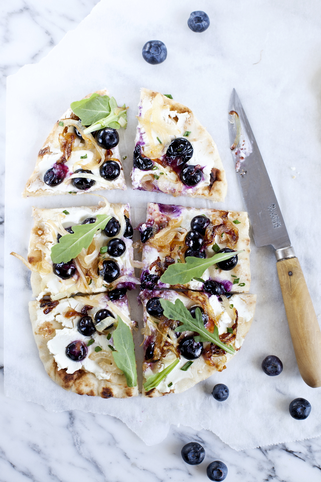 Blueberry naan pizza3_Emiliemurmure