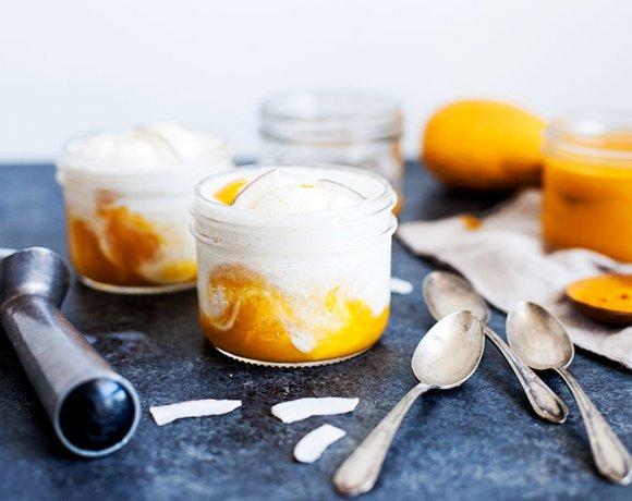 Frappé glaçé au yogourt et coulis mangue & curcuma