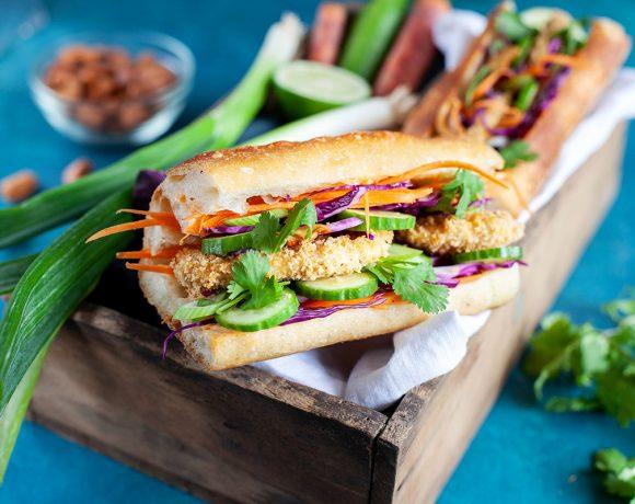 Banh mi (sandwich vietnamien) au poulet pané