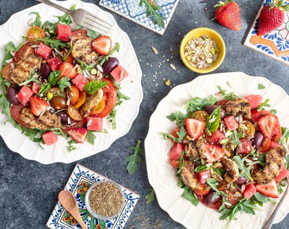 Salade de tomates, melon d'eau et fraises du Québec et poulet au zaatar