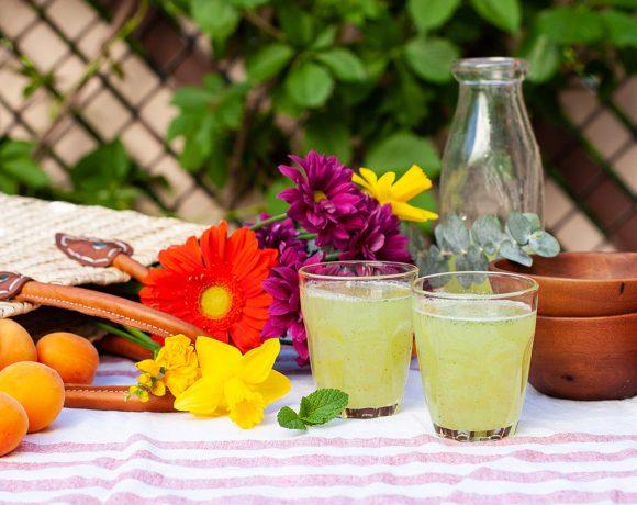 Limonade au citron, menthe et basilic