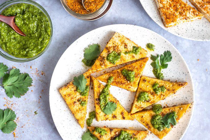 Tofu grillé aux épices Dukkah et pesto chimichurri
