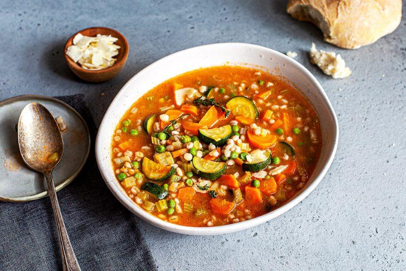 Soupe tomatée d'orge et légumes (+parmesan)