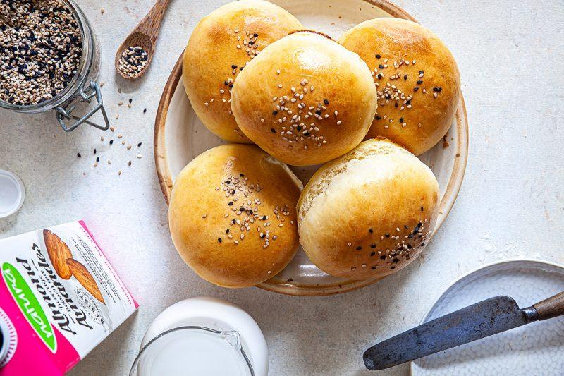 Petits pains moelleux pour sandwichs (buns briochés)