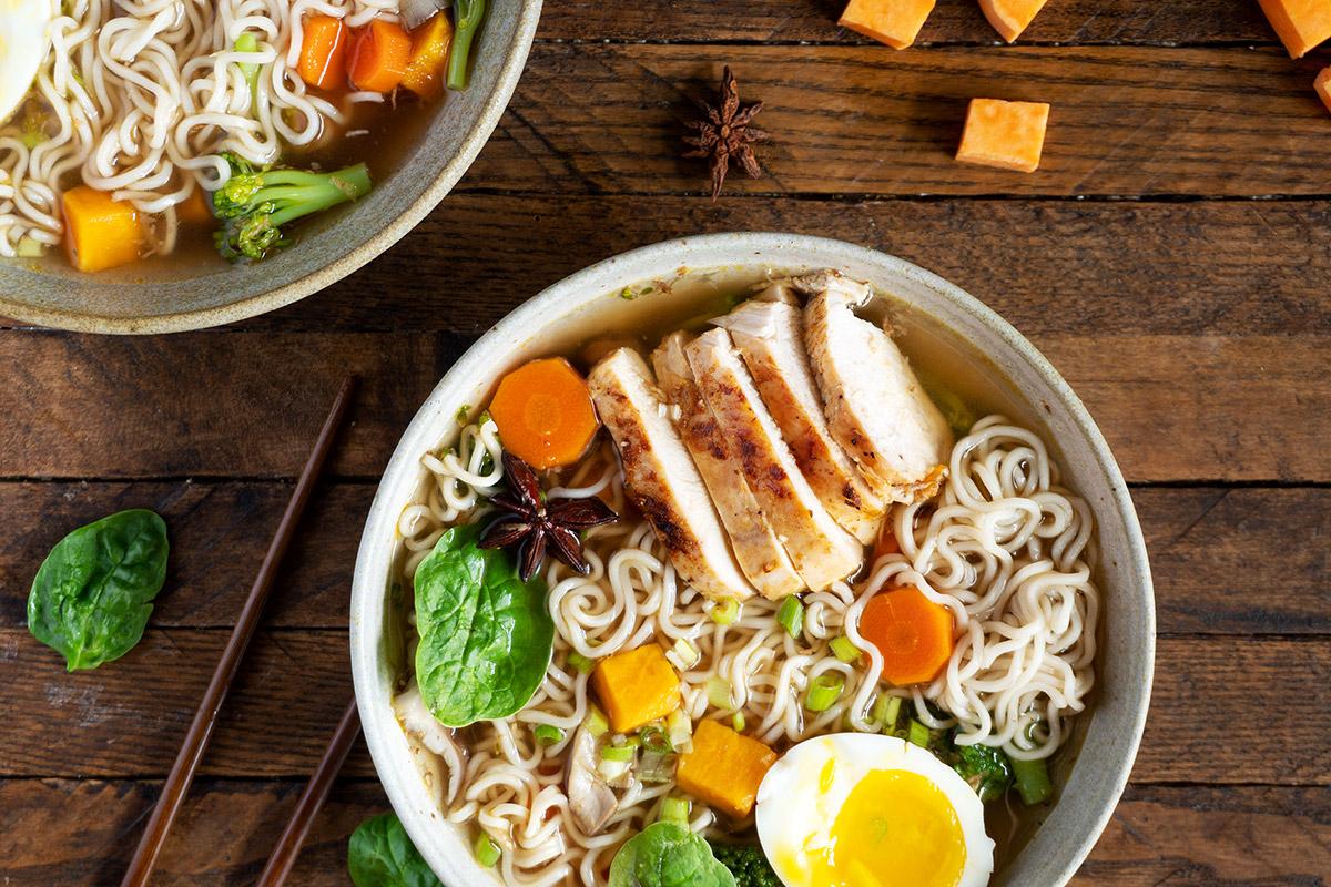 Soupe ramen maison au poulet grillé et patate douce