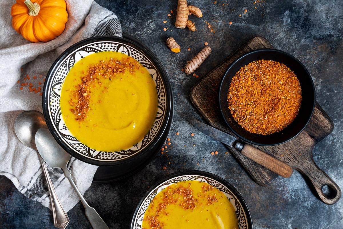 Soupe à la courge butternut, patate douce et lentille